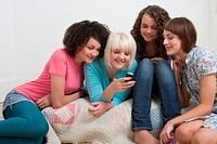 Friends looking at cell phone (thumbnail)