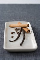 Cloves vanilla bean and cinnamon stick