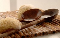 Sponges and two wooden spoons