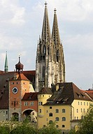 World Heritage Site, medieval city of Regensburg, gothic cathedral and bridge tower in front, Upper Palatinate, Germany