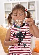 children´s birthday party, girls, bubbles,