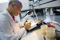 Bacteries count. Microbiology Laboratory. Microbiological analysis of food. AZTI-Tecnalia. Technological Centre specialised in Marine and Food Researc...