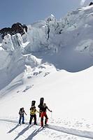 Austria, Tyrol, Pitztal, people on skitour