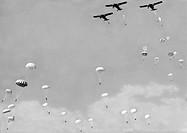 seconda guerra mondiale, paracadutisti in discesa simultanea, 1942