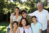 ´Three generation family including children 7-11 in garden, portrait´