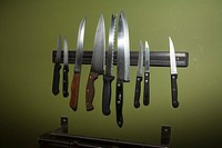 Knives on a Magnetic Rack