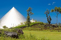 Pyramid in a field, Imiloa Astronomy Center of Hawaii, Hilo, Big Island, Hawaii Islands, USA