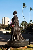 Statue of Queen Liliuokalani in a park, Iolani Palace, Honolulu, Oahu, Hawaii Islands, USA