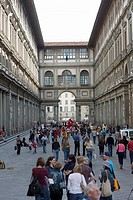 Tourists in the street, Uffizi Museum, Pallazo Vecchio, Florence, Italy