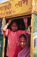 Children in bullock cart on road South of Jodhpur. Rajasthan, India