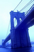 BROOKLYN BRIDGE. DOWNTOWN MANHATTAN. NEW YORK. USA