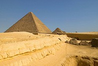 The Cheops pyramid and the small pyramids