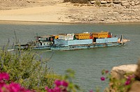 Barge carrying people and vehicules on the Nasser Lake