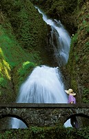 USA, Oregon, Columbia River Gorge Area, scenic waterfalls, Multonomah Falls