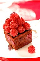 Dark chocolate cake with raspberries