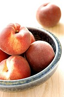 White peaches (thumbnail)