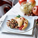 Guinea_fowl with chanterelles and stewed apples