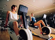 People Exercising At Health Club,Korean