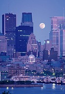 Canada, Quebec, Montreal, skyline at moonrise