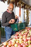 A man choosing apples
