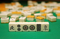 Playing mahjong (thumbnail)