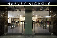 HARVEY NICHOLS DEPARTMENT STORE, KANYON SHOPPING MALL, ISTANBUL, TURKEY, FOUR IV DESIGN, INTERIOR, EXTERIOR OF THE FRONT OF THE STORE AT NIGHT