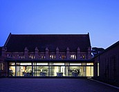 THE DUKE BUILDING, GIRTON COLLEGE LIBRARY HUNTINGDON RD, CAMBRIDGE, CAMBRIDGESHIRE, UK, ALLIES & MORRISON ARCHITECTS, EXTERIOR, DUSK WITH LIBRARY BEYO...