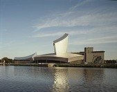 IMPERIAL WAR MUSEUM NORTH, SALFORD, MANCHESTER, GREATER MANCHESTER, UK, DANIEL LIBESKIND, EXTERIOR, VIEW ACROSS WATER OF MUSEUM EXTERIOR