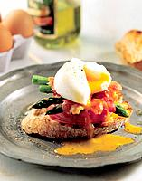 Bread, egg and vegetables