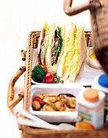 Sandwich in picnic basket