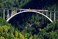They Pfaffenberg-Zwenberg bridge is a two-track arched bridge of the Tauern railway, Austria