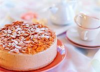 Cake strewed with almond slices