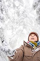 Boy in the snow (thumbnail)