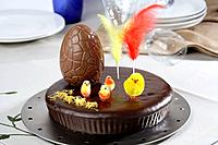 Pascua Caket with chocolate egg