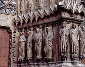 groupe de sculptures de droite/Skulpturengruppe Westportal