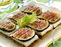 Fromage frais and figs on toast (thumbnail)