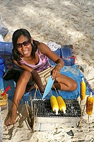 Thailand, Krabi, Railay beach, woman, beach, cobs, grilling