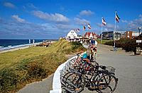 Germany, Schleswig_Holstein, Wenningstedt, promenade, bicycles, vacationers, Northern Germany, northern North Frisia, North_Frisian islands, boardwalk...