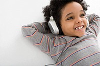 Boy listening to music (thumbnail)