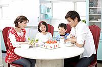 Family eating cake