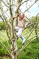 Young girl in tree (thumbnail)