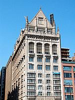 The University Club (designed dy Holabird & Roche and finished in 1908 with 12 floors). Crossing of South Michigan Avenue with East Monroe Street (sou...