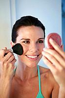 Woman applying blusher (thumbnail)
