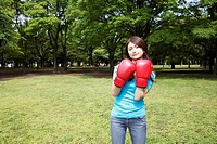 Woman who does a boxing-exercise