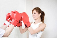 Woman who does a boxing_exercise