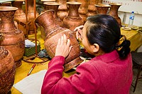 China _ Beijing PÚkin _ Craft Industry _ Fabrication of cloisonnÚ vases