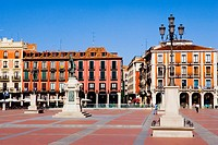Spain - Castile and Leon - Valladolid - Plaza Mayor (thumbnail)