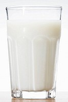 Glass of milk close_up
