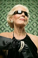 Elder lady wearing sun glasses
