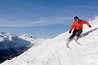 Austria, Salzburger Land, Altenmarkt_ Zauchensee, Man skiing